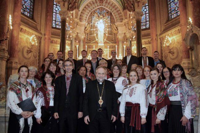 L'éveque ukrainien gréco-cathoique Mgr Hlib LONCHYNA avec le choeur Doudaryk en la basilique Notre-Dame-de-Fourvière