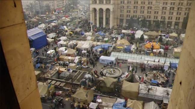 Un image du film Maidan de Shpinov. Place de l'Independence rue de la Maison des syndicats