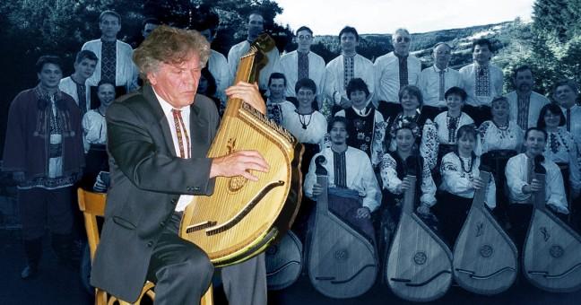 Collage photo: Mykola HVOZD jouant à la bandoura avec les participant du stage de bandoura, Vyshyvanka, en Ardèche