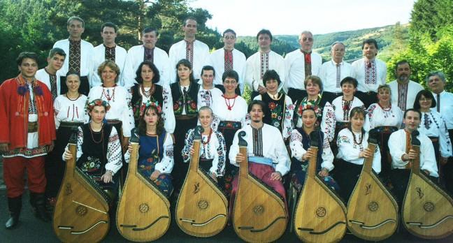 Le Bandouriste Mykola HVOZD (à droite), avec les participants du stage Vyshyvanka en Ardèche