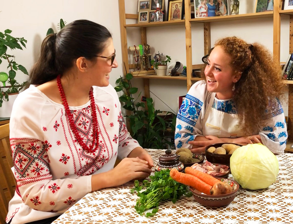 Darina et Clara avec les ingrédients de bortsch